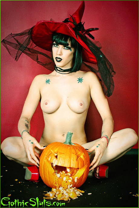 gothicsluts asphyxia halloween pumpkin